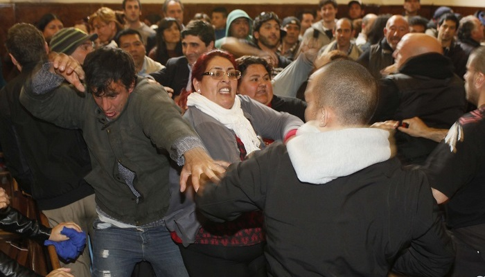 disturbios en el concejo 02