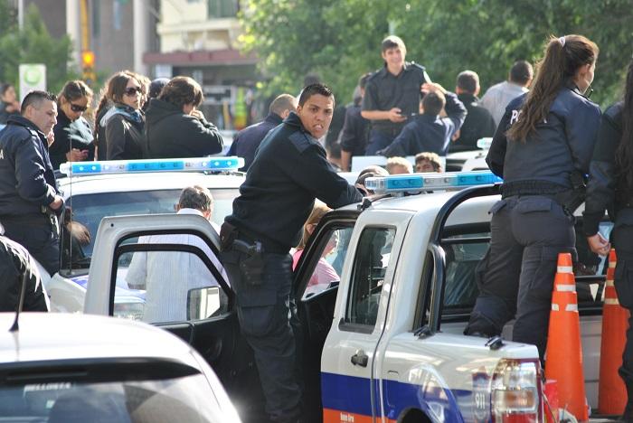 Policías bonaerenses amenazan con una medida de fuerza