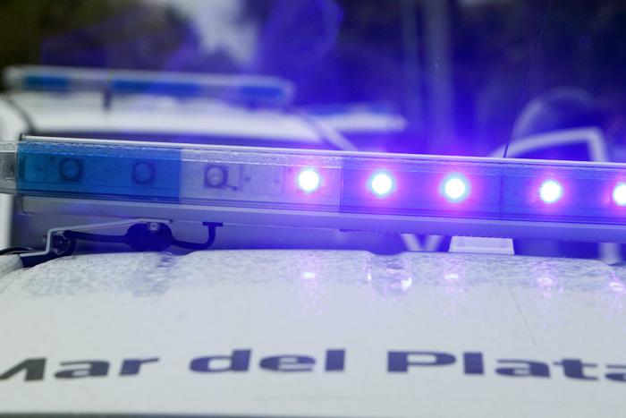 Detuvieron a dos jóvenes que se tirotearon con un policía para robarle