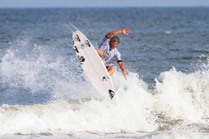 Surf y Señor Flavio en Universo Unzué