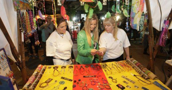 "Una ""feria artesanal"" se suma al paseo navideño de la calle Olazábal"