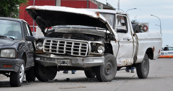 Triple choque en Champagnat y Roca: un herido