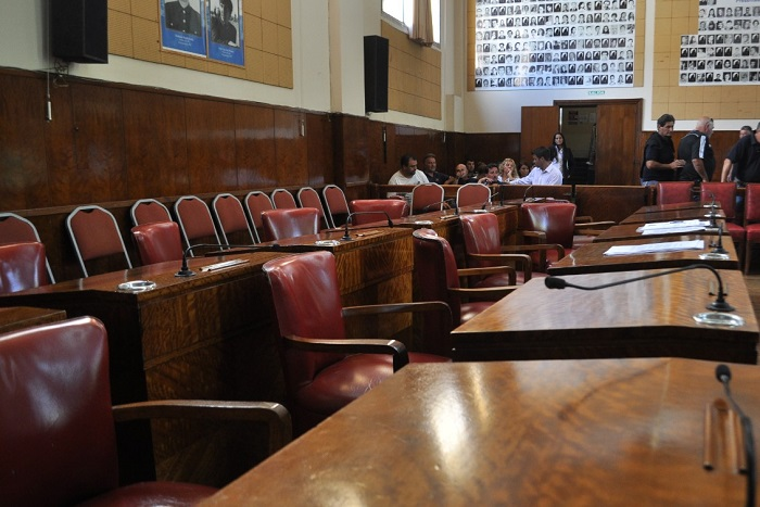 La oposición se fue de la sesión entre abucheos a Cambiemos