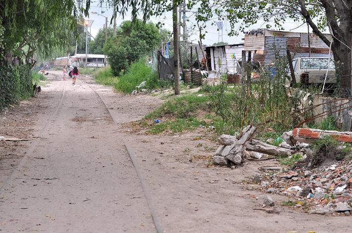 Reclaman mejoras en las calles y en el alumbrado público en Villa Evita