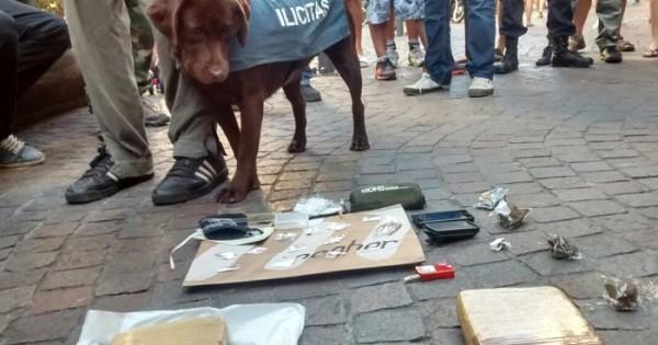 Un joven vendía marihuana, éxtasis y cocaína en pleno centro