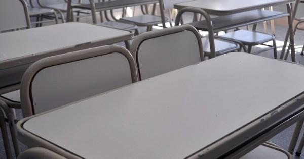 Suteba denuncia que hay escuelas sin teléfono por falta de pago