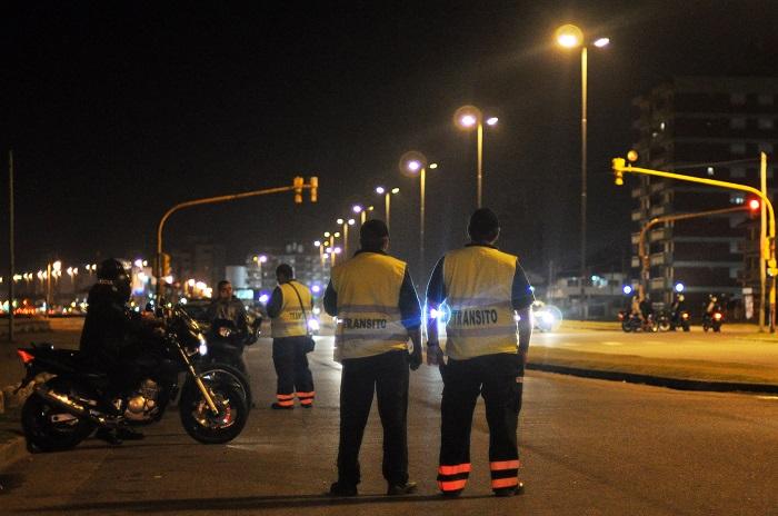 Oficialismo y oposición se pelean por los controles de tránsito