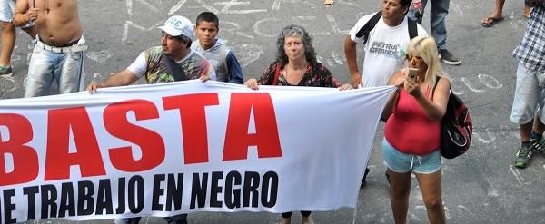 Trabajadores de Argen-pesca protestaron frente al Municipio