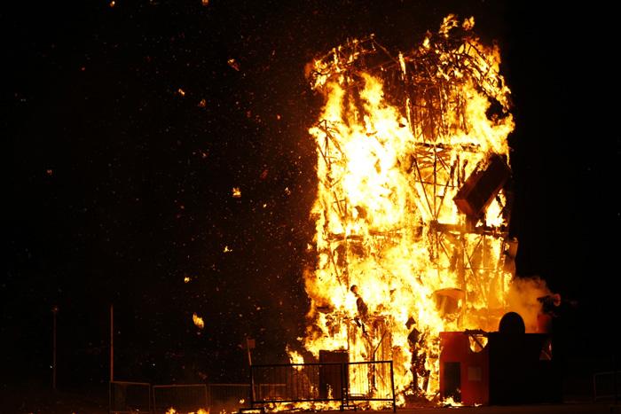 Falla Valenciana: la noche que los Buitres ardieron en Mar del Plata