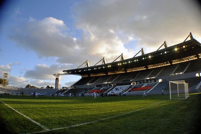 Vendedores del estadio: avanza su regulación para el verano