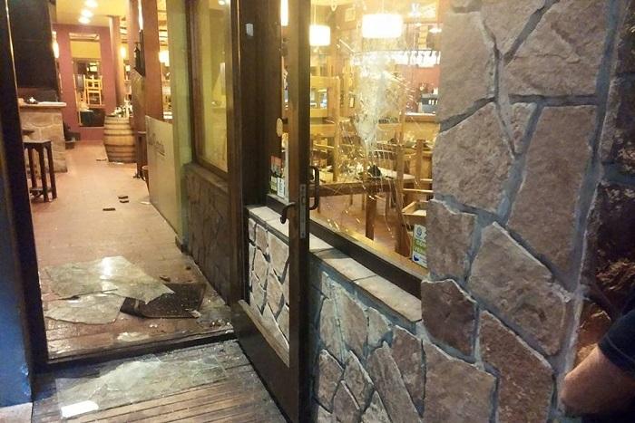 Se pelearon con un trapito y después agredieron a dos policías