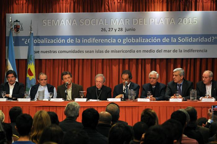 """La Iglesia y la política discuten """"una globalización solidaria"""""""
