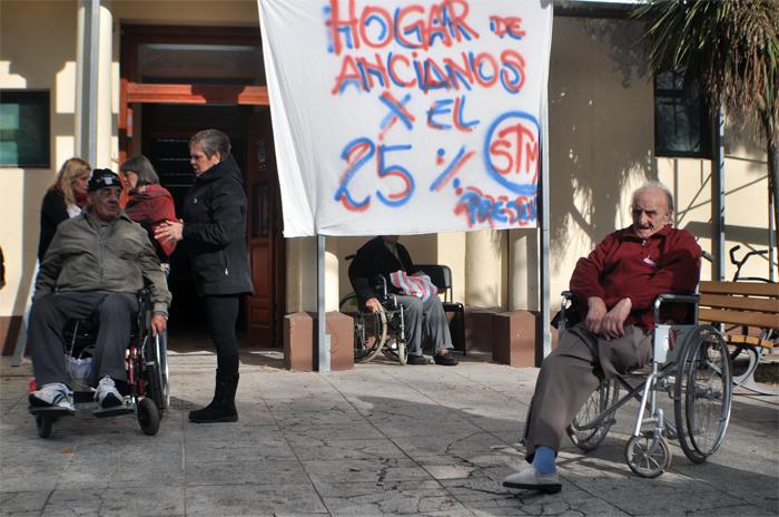 Retención de tareas y protesta en el Hogar Municipal de Ancianos