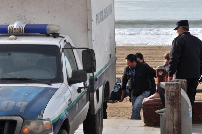 Hallaron el cuerpo de un hombre en una obra junto al mar