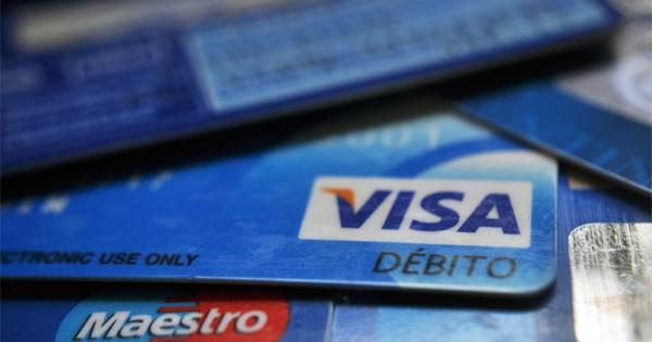 Con dudas, no todos los comercios cobran con tarjeta de débito