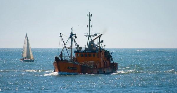 """""""La continuidad laboral de 65 barcos costeros está en riesgo"""""""