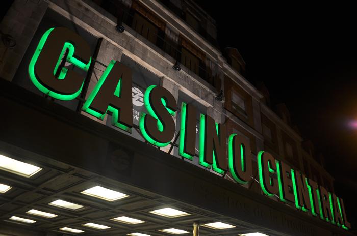 Se inundó el Casino Central: desalojaron la sala de máquinas