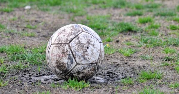 Fútbol local: la lluvia, otra vez protagonista de una suspensión