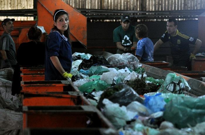 CURA: vivir de la basura para subsistir