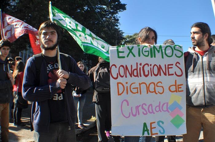 """Universidad: estudiantes se quejan por la """"falta de respuestas"""""""