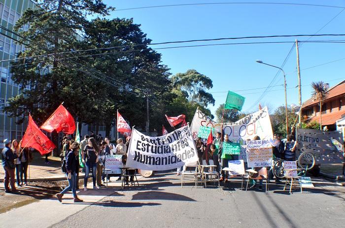 Manifestación de universitarios por falta de aulas