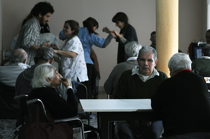 Hogar de Ancianos: un lugar criticado pero digno para envejecer