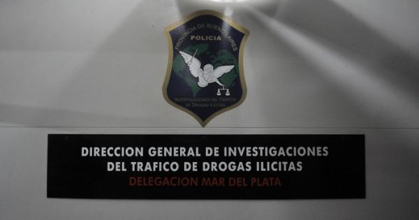 Detuvieron a travesti y a su proveedor por vender cocaína