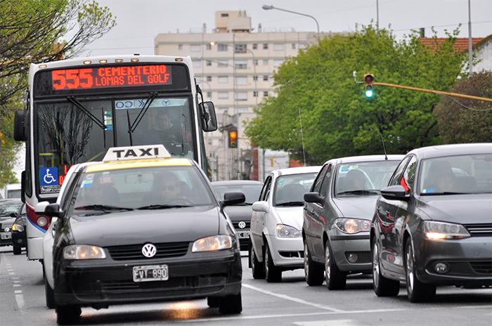 Transporte: avanza la suba del taxi, piden informes por el boleto