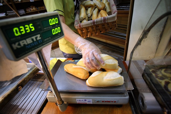 Pan: menos venta, más presión impositiva y más clandestinidad