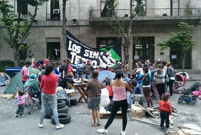 Cooperativas: unas 80 familias acampan frente al Municipio
