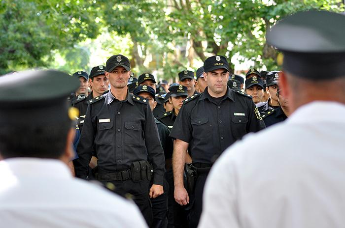 Protesta policial: el gobierno subirá un 25% los salarios