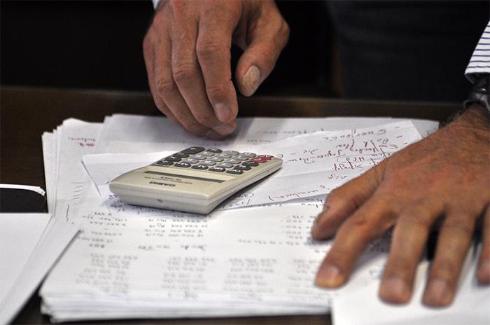 Emergencia: menos fondos, sin exenciones, autos ni celulares