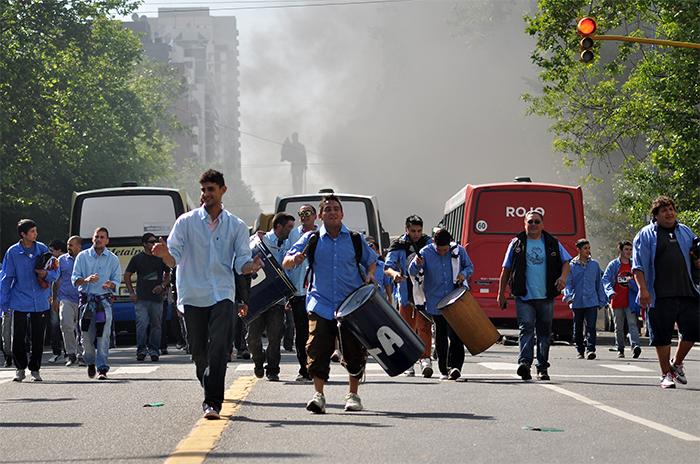 Colectivos: choferes protestaron frente al Municipio