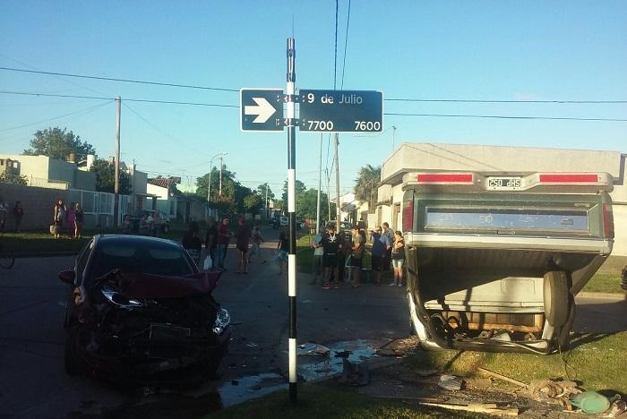 Dos heridos en choque y vuelco en 9 de Julio y Arrue