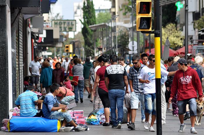 Peatonal: aumenta la venta callejera sobre San Martín