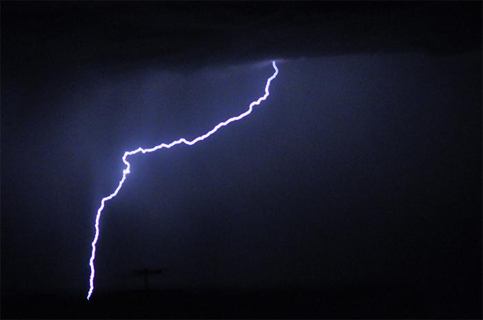 Alerta meteorológico con tormenta eléctrica y probabilidad de granizo