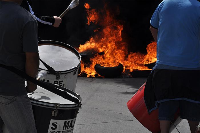 Puerto: los empresarios no quieren quemas de gomas