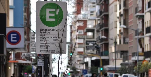"""Diseñan aplicación para """"agilizar"""" el estacionamiento medido"""
