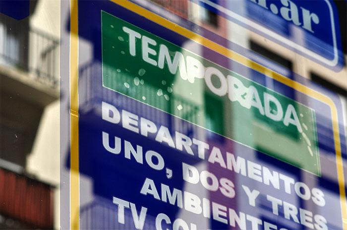 Temporada y pandemia: recomiendan un aumento en los alquileres del 30%
