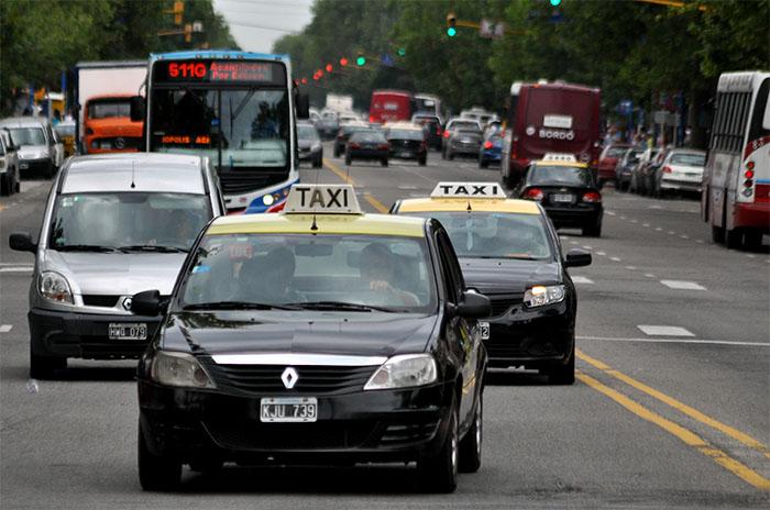 Taxis: en octubre se lanza el pago con tarjetas de crédito y débito