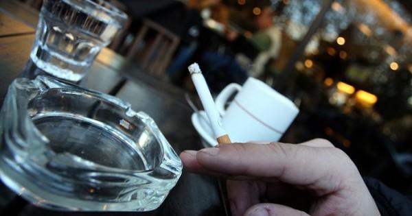 Buscan adherir a la ley que regula publicidad y consumo de tabaco