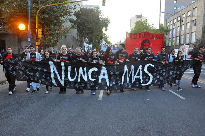 """""""La lucha no debe retroceder sino afianzarse en la memoria"""""""