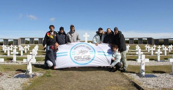 Cruce por la identidad, nadar por los héroes de Malvinas