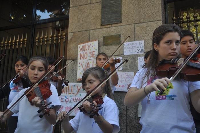 Orquesta Infanto Juvenil: música, en un reclamo por el director