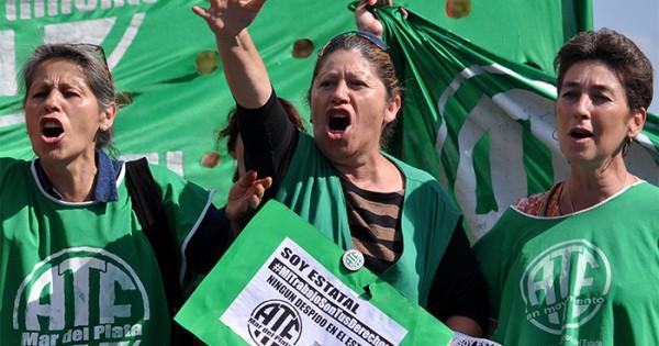 """Estatales evalúan nuevas medidas ante """"salarios de hambre"""""""