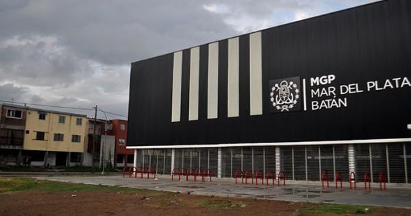 Polideportivo Centenario: vecinos esperan audiencia con Arroyo