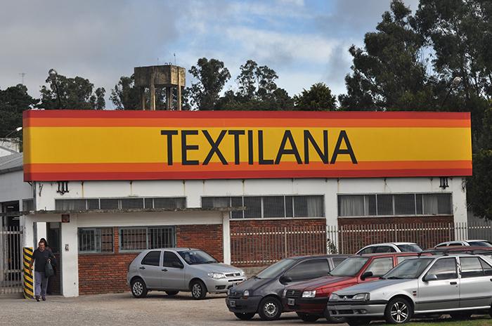 Suspensiones, maniobras para dividir y acampe en Textilana