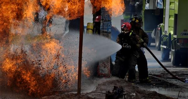 Tras dos horas, frenaron el escape de gas y el fuego
