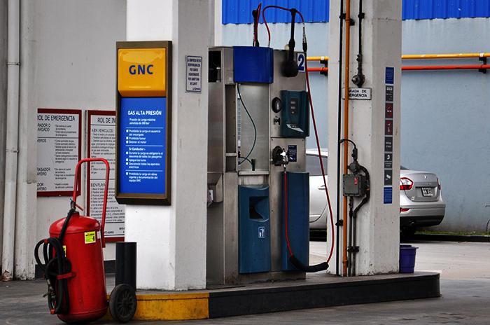 Restringen el suministro de GNC en estaciones de servicio