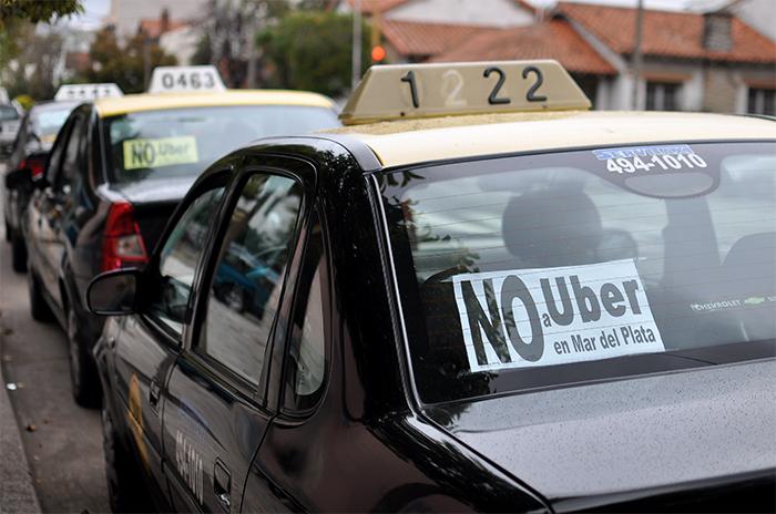 """Taxis: """"Uber sigue tratando de incursionar en el mercado"""""""